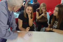 SAJAM MEDIJA 2018: I devojke su pravile ukrštenicu, uz pomoć našeg enigmatskog urednika Momira Paunovića
